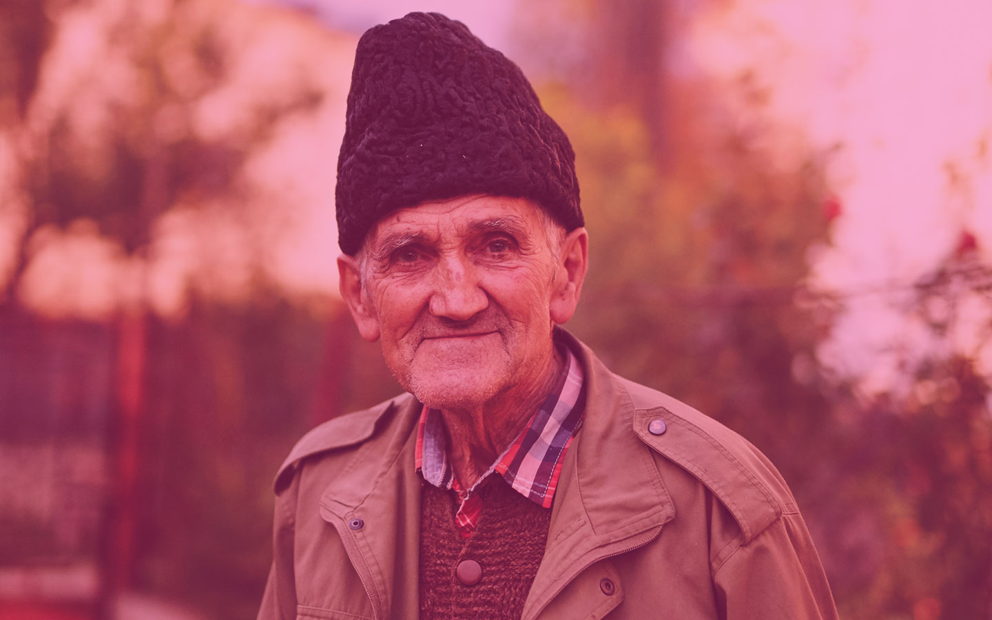 Elderly man wearing a winter hat